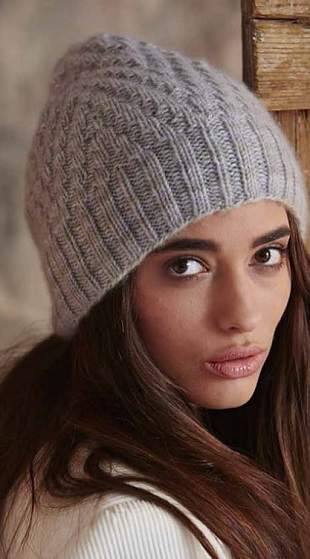 Вязание шапок спицами для женщин: модные модели 2016 года с описанием