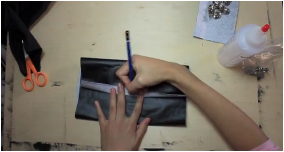 Клатч из кожи своими руками без швейной машинки 9