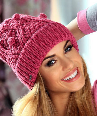 вязание шапок спицами для женщин модные модели 2016 года с